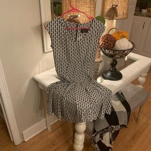 Just Taylor darling Gray and white dress size 6!